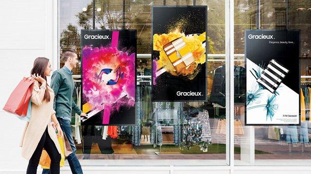 como-o-uso-de-digital-signage-numa-montra-pode-atrair-clientes-de-retalho